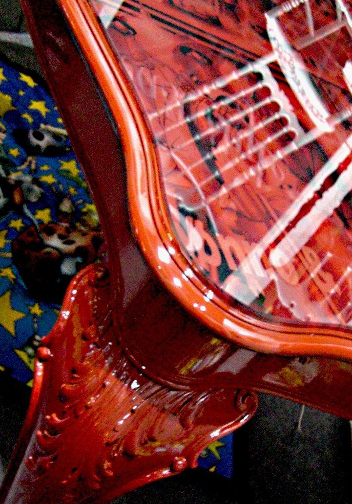 Tavolo Chippendale Rosso con Illustrazioni Lucchesi