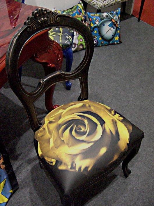 Sedia con Rosa Gialla al Macef